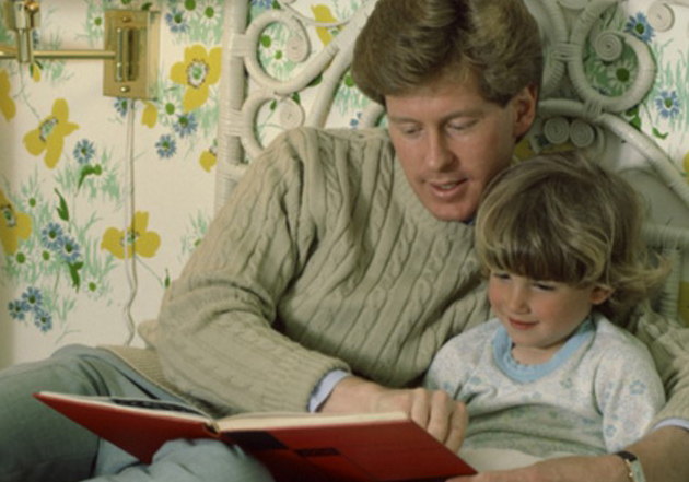 Mo 29 father reading to daughter