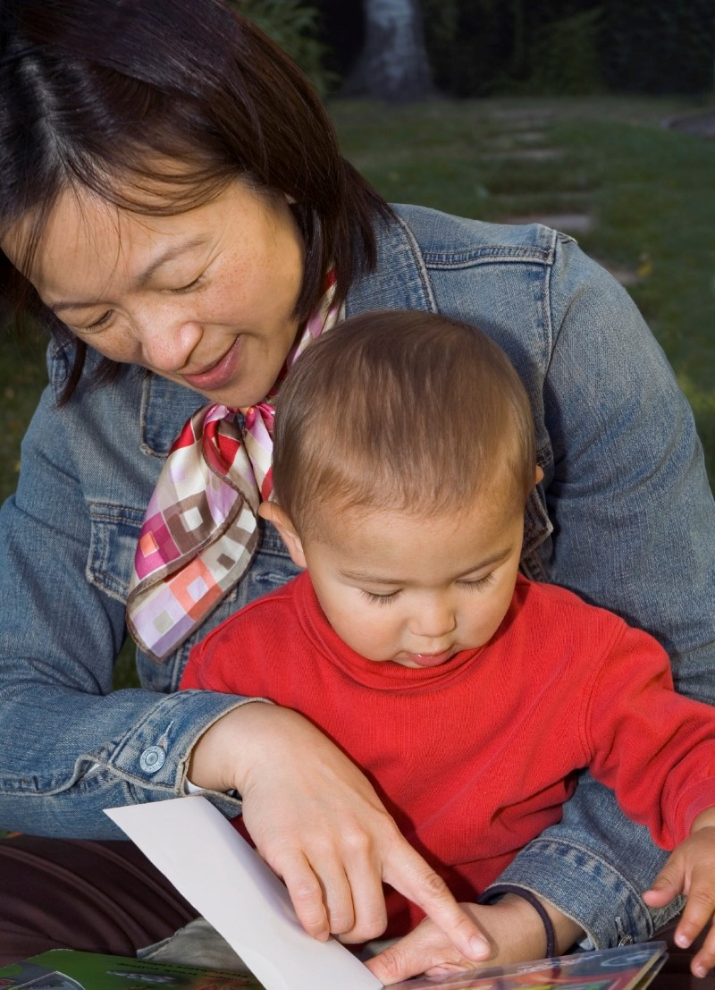 asian mom and child reading (Custom)